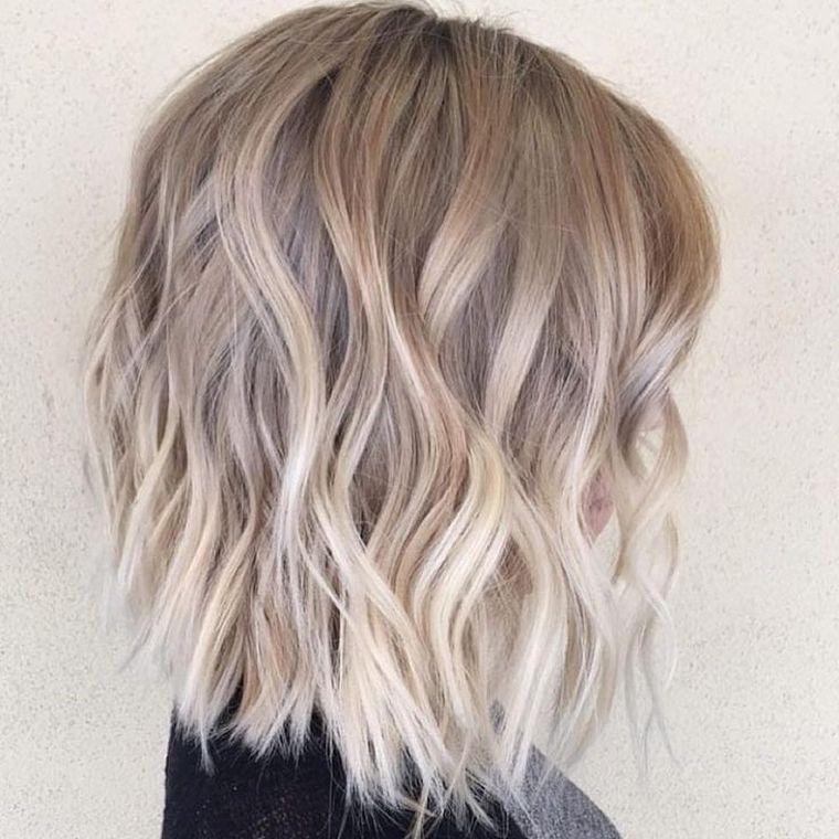 Tendance COIFFURES - Balayage blond ou caramel pour vos cheveux châtains