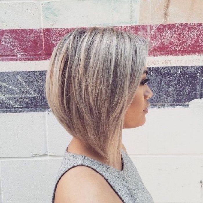 Tendance COIFFURES - La coiffure carré plongeant : que d'options stylées!