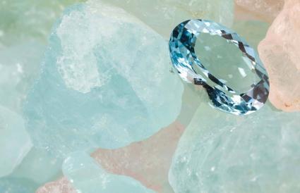 Gemme d'aigue-marine polie