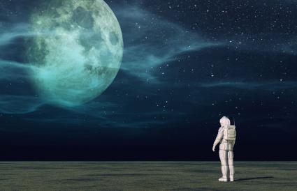 L'astronaute regarde la lune