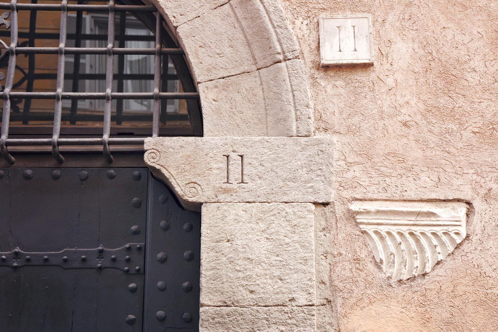 porte avec numéro 11