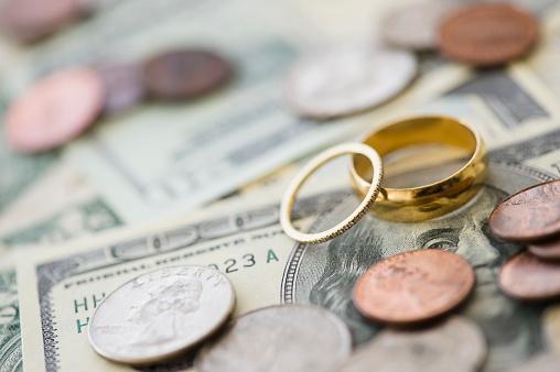 anneaux de mariage avec de l'argent